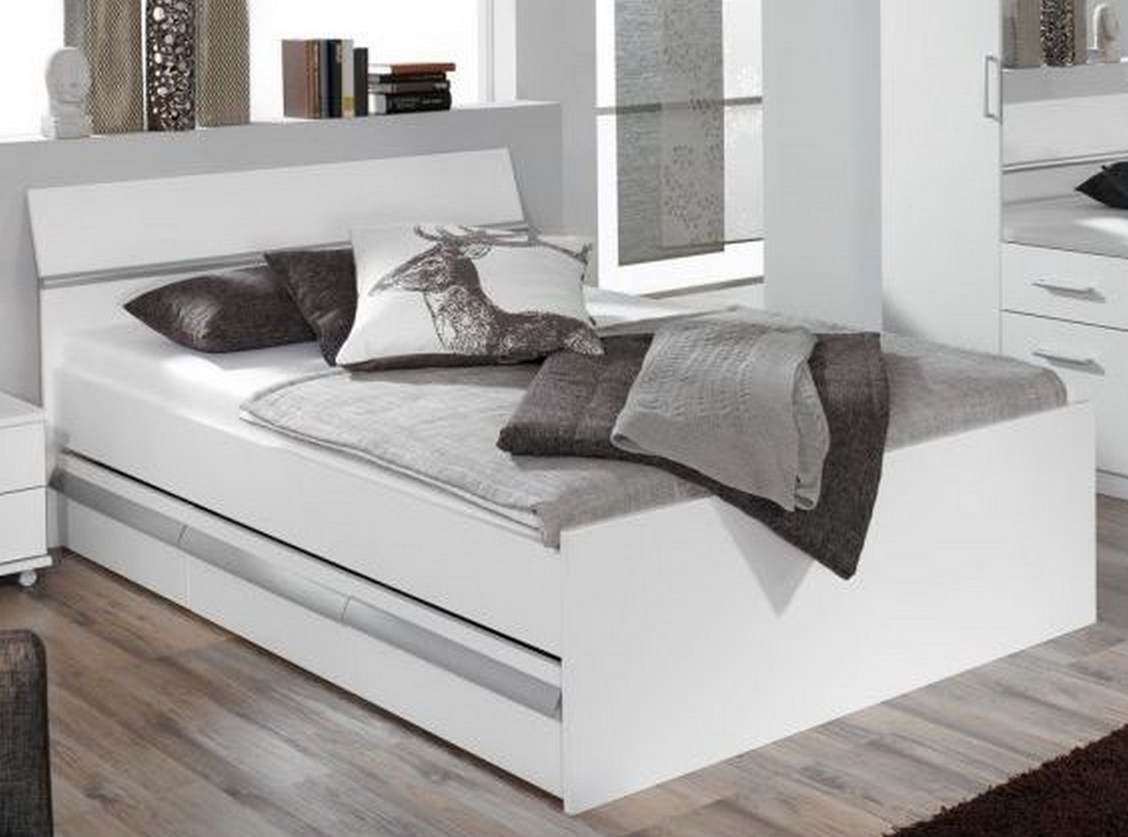 bett 140x200cm bett mit bettkasten komfortbett. Black Bedroom Furniture Sets. Home Design Ideas
